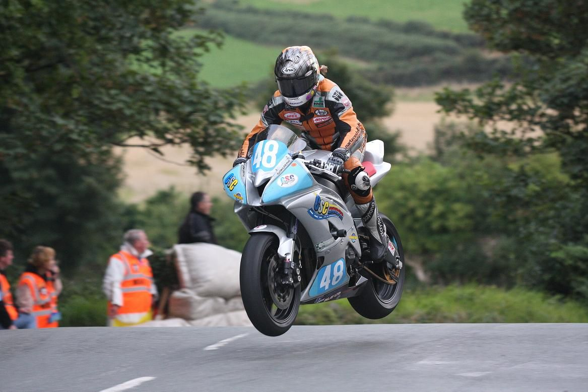 2005 – First solo female on podium at Isle of Man TT